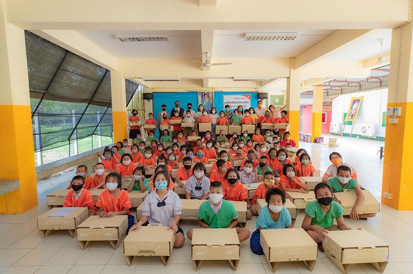 """เอสซีจี แพคเกจจิ้ง ร่วมกับ มูลนิธิศุภนิมิตแห่งประเทศไทย สร้างสรรค์ """"โต๊ะกระดาษ 3 in 1"""" ส่งมอบให้เยาวชนไทย"""