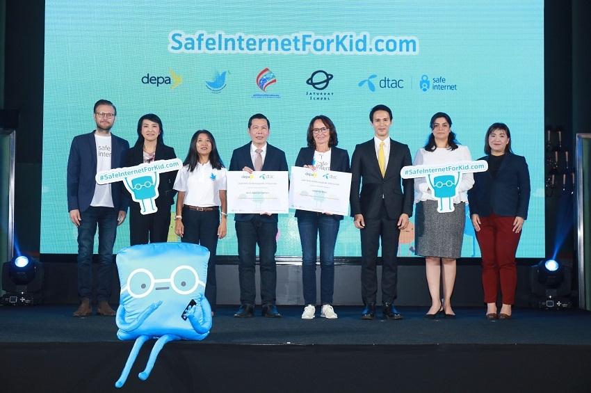 ดีแทคร่วมกับเทเลนอร์ กรุ๊ป และสำนักงานส่งเสริมเศรษฐกิจดิจิทัล (DEPA) นำเสนอแหล่งเรียนรู้ออนไลน์ SafeInternetForKid.com